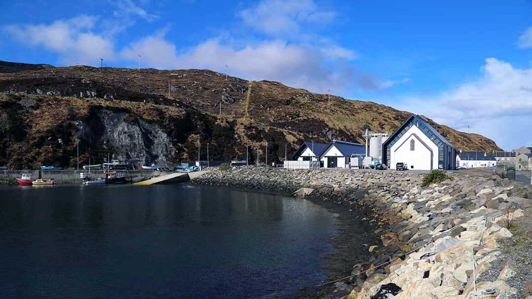 Exterior of Isle of Harris Distillery on the edge of the bay.